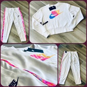 ~~ NWT Women's Nike Sweater and Pants Sz. S ~~